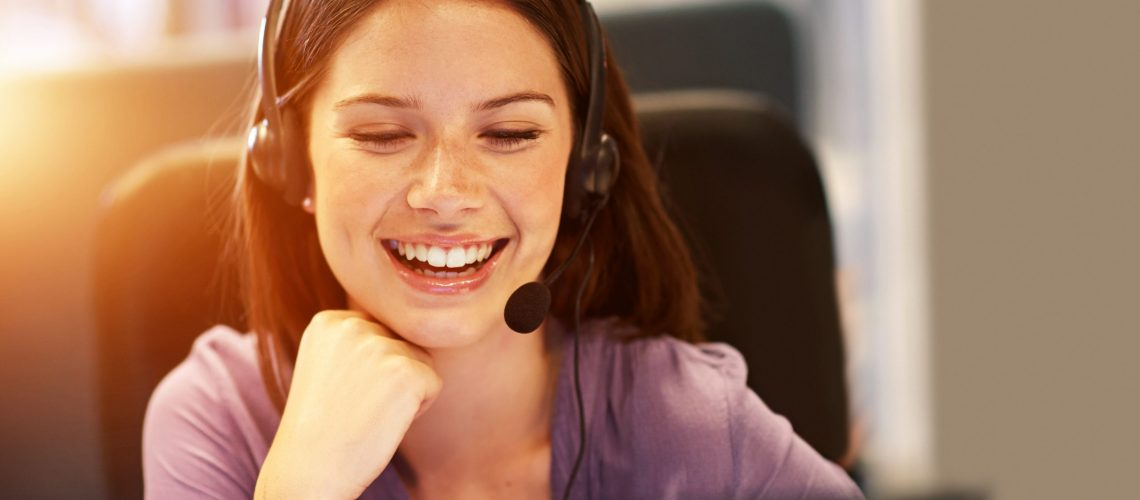 Cropped shot of a young businesswoman wearing a headset at her deskhttp://195.154.178.81/DATA/i_collage/pi/shoots/782188.jpg